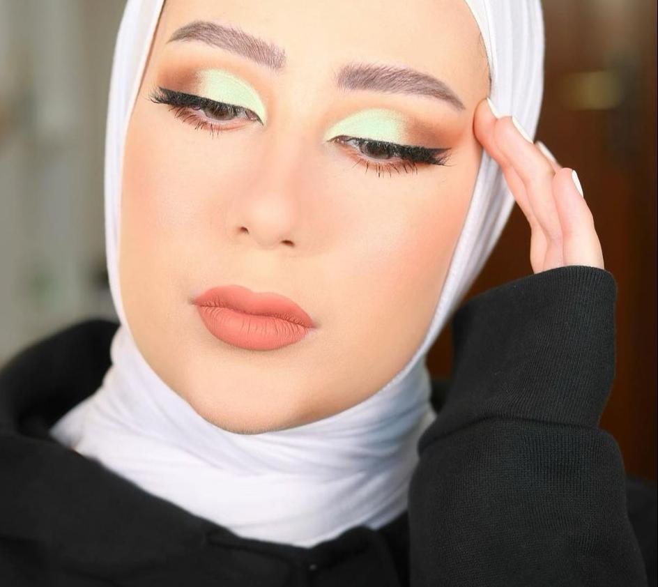 2 شهد ناصر بمكياج عينين بلونين مختلفين -الصورة من حسابها على الانستغرام