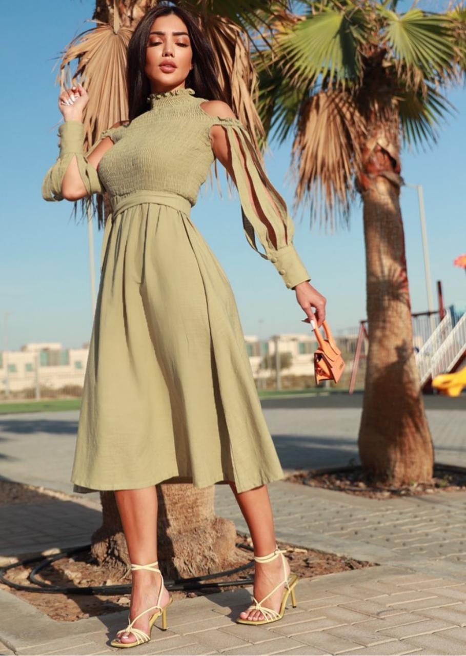 3 فستان باكمام عصرية -الصورة من حساب البلوغر رينه فرح