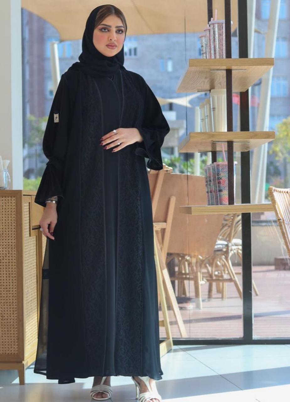 3 حوراء اللواتي بعباية سوداء يومية -الصورة من حسابها على الانستغرام