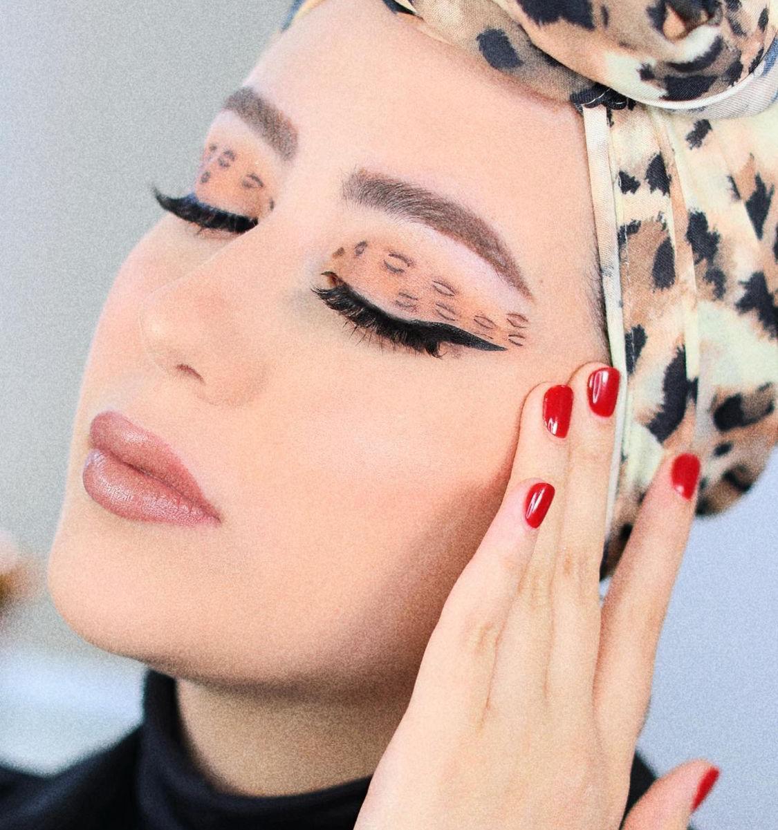 3 شهد ناصر بمكياج بني بطبعات النمر -الصورة من حسابها على الانستغرام