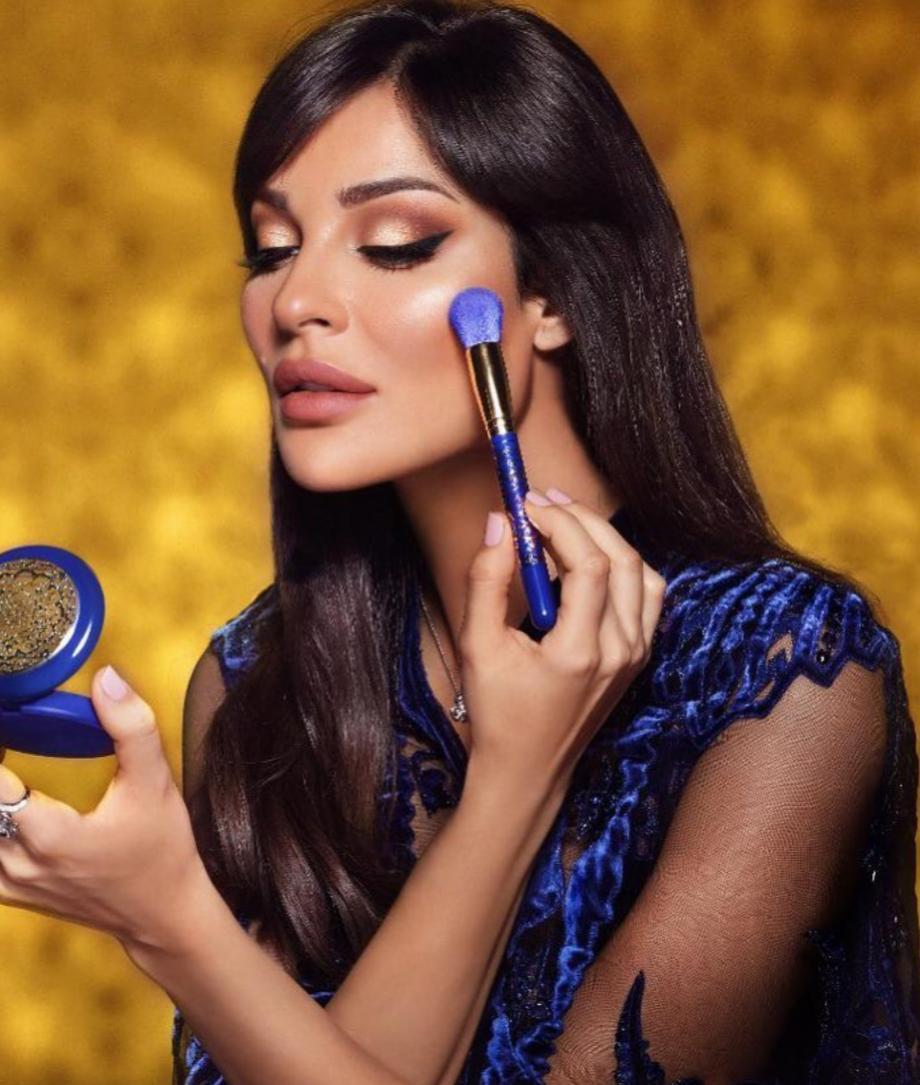 4 مكياج العيون الذهبي من نادين نجيم -الصورة من الانستغرام