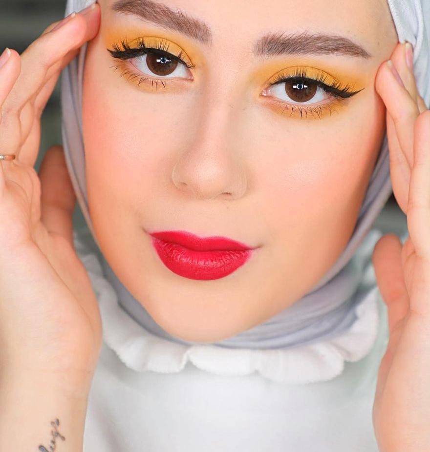 4 شهد ناصر بمكياج اصفر للعينين -الصورة من حسابها على الانستغرام