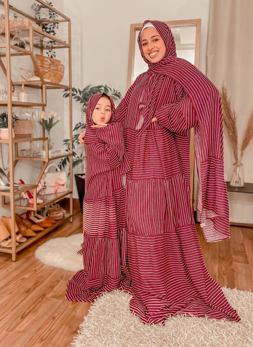 6 عباية صلاة للأم والطفلة من غادة حسن -الصورة من حسابها على الانستغرام