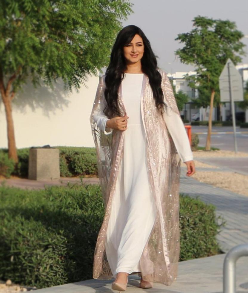 6 هيفاء حسين بجلابية ناعمة مع العباية -الصورة من حسابها على الانستغرام