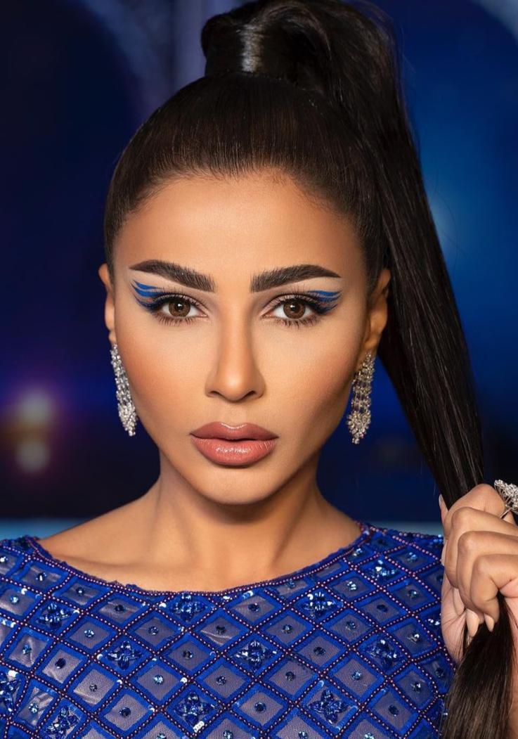 6 مهيرة عبدالعزيز بمكياج ازرق مميز -الصورة من حسابها على الانستغرام