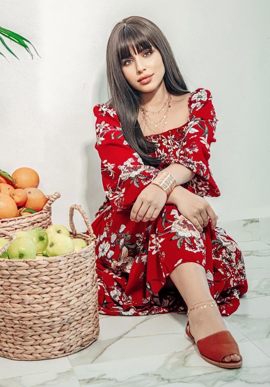 شيماء سليمان بفستان مزين بالزهور -الصورة من حسابها على الانستغرام