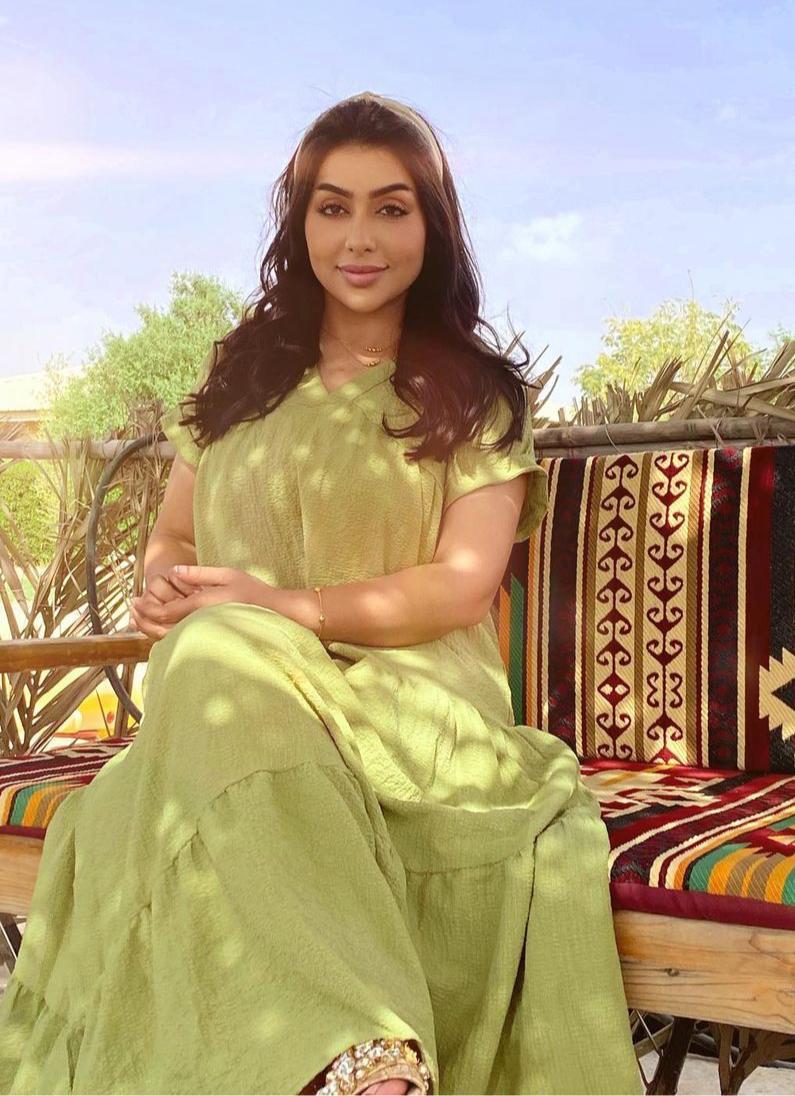 7 غادة الزدجالي بجلابية خضراء ناعمة -الصورة من حسابها على الانستغرام