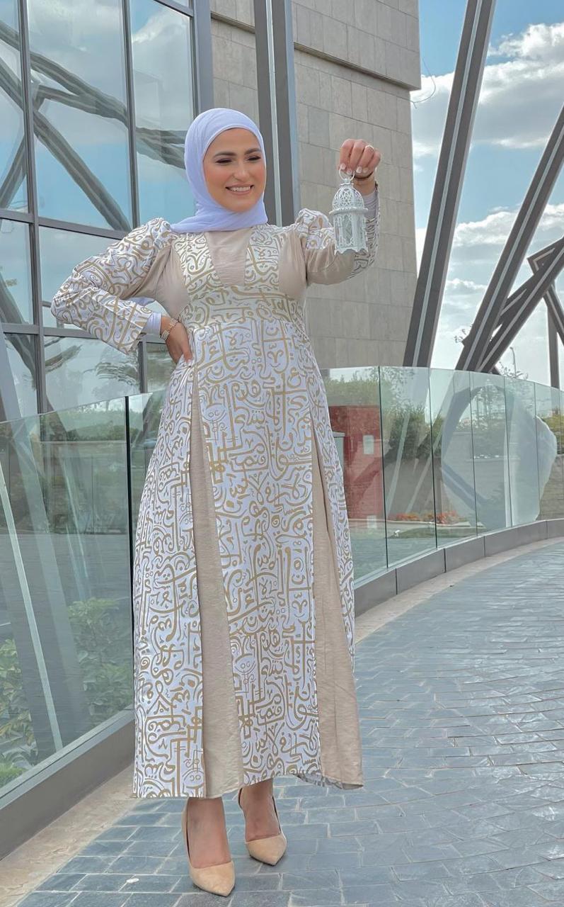 8 وفاء عز الدين بفستان مطرز لرمضان -الصورة من حسابها على الانستغرام