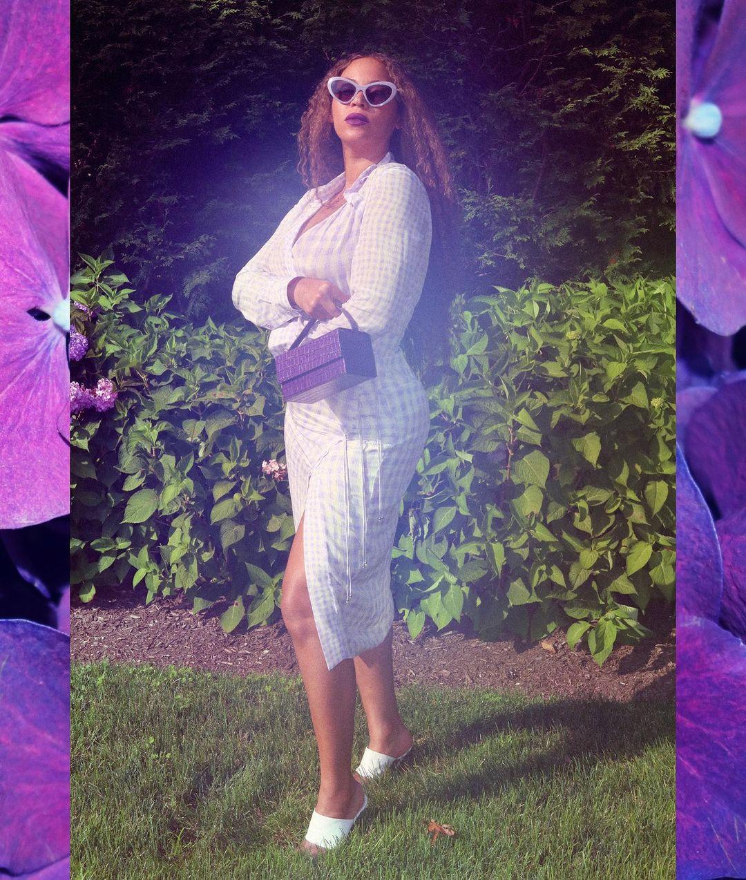 بيونسي ترتدي الفستان العملي مع صندل أبيض الصورة من انستقرامها الخاص @beyonce