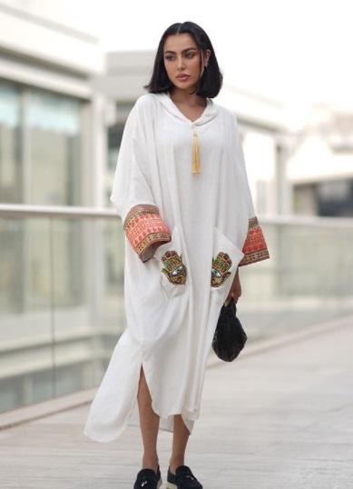 فاطمة المؤمن بعباية بيضاء قصيرة-الصورة من إنستجرام-صورة 2