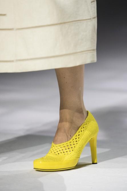 حذاء أصفر من فيندي Fendi