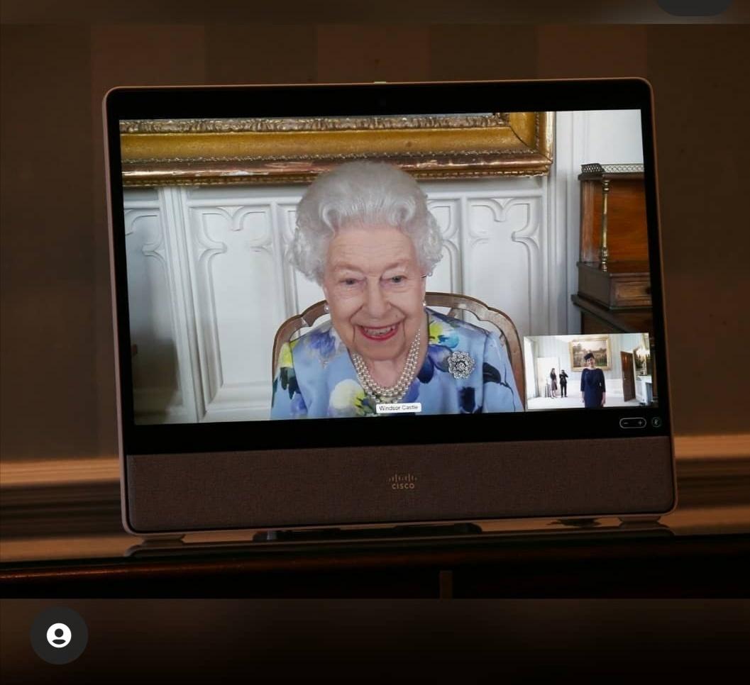 الملكة إليزابيث في أول ظهور لها –الصورة من إنستغرام