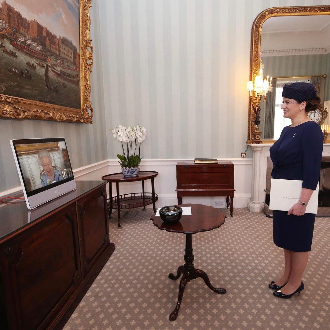 الملكة تعتمد سفيرة جمهورية لاتفيا عبر مقابلة إفتراضية من قلعة وندسور إلى قصر باكنغهام-الصورة من أنستغرام