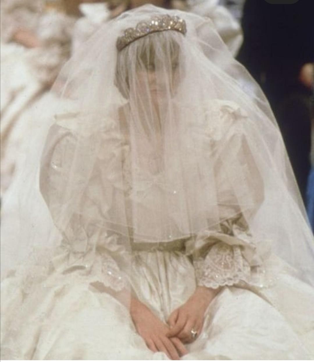 الأميرة ديانا بفستان زفافها- الصورة من إنستغرام