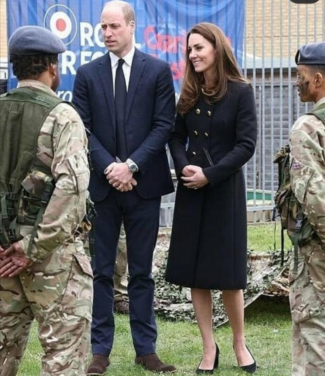 الأمير وليام وكيت ميدلتون يتحدثان مع طلبة المركز- الصورة من إنستغرام