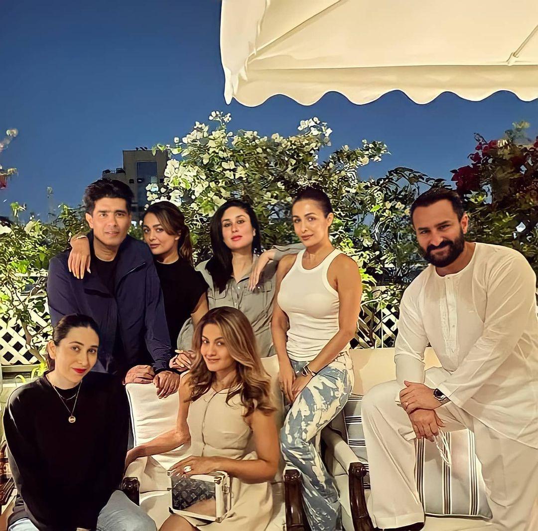 لقطة عائلية للزوجين سيف خان وكارينا كابور مع عائلتهما-الصورة من أنستغرام