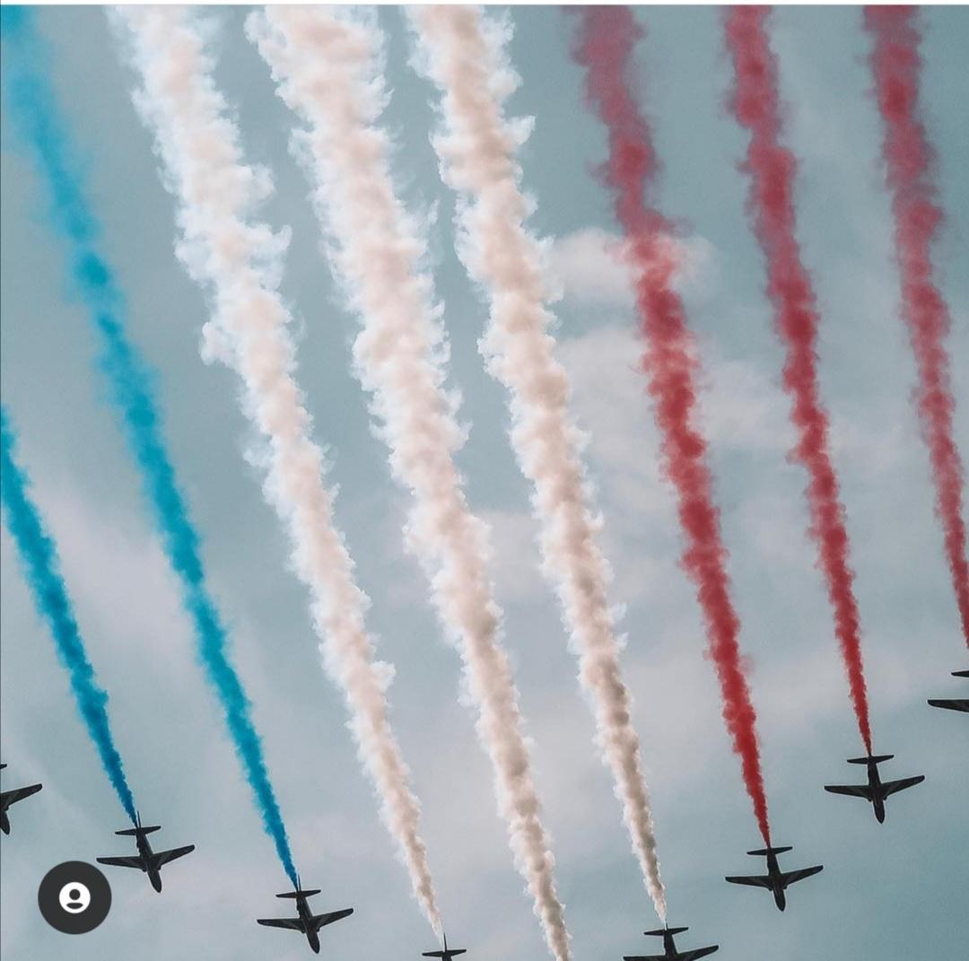 الطائرات ترسم العلم البريطاني فى يوم ميلاد الملكة الرسمي- الصورة من إنستغرام