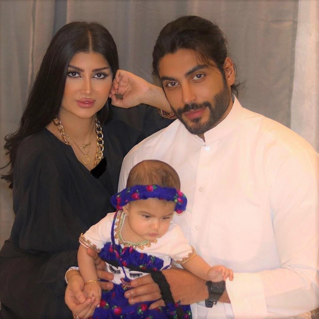 ملكة كابلي وأحمد السالم وابنتهما قمر