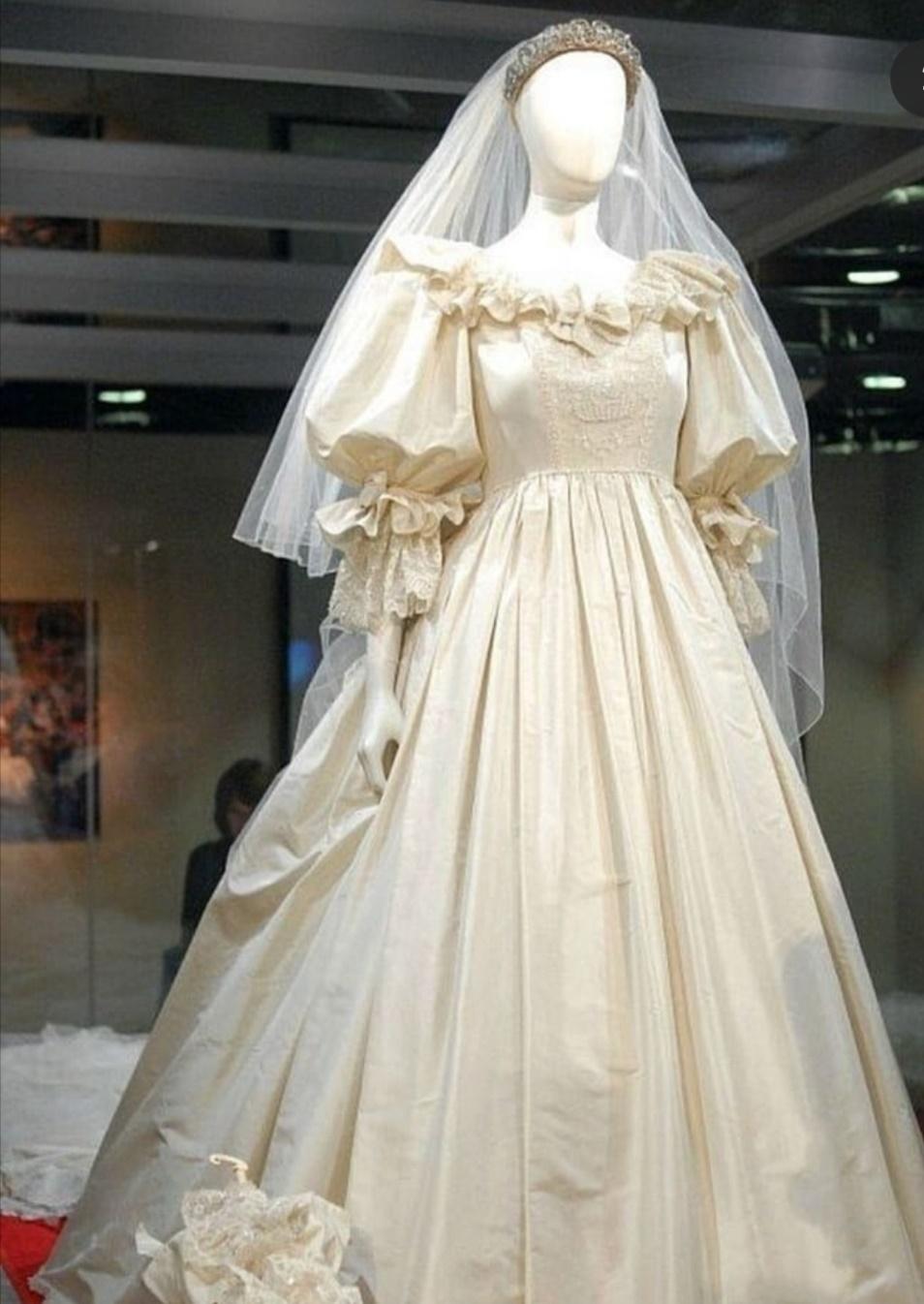 عرض فستان زفاف والأميرة ديانا في معارض القصور الملكية التاريخية- الصورة من إنستغرام