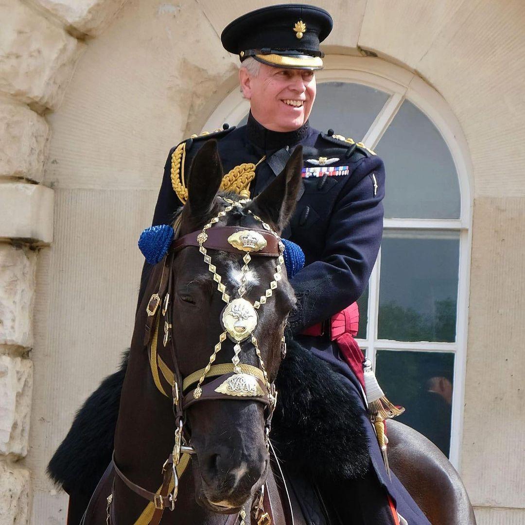 طلب الأمير أندرو المشاركة في جنازة والده بزي عسكري-الصورة من أنستغرام