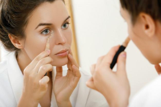 كيفية تطبيق الكونسيلر لرفع الوجه