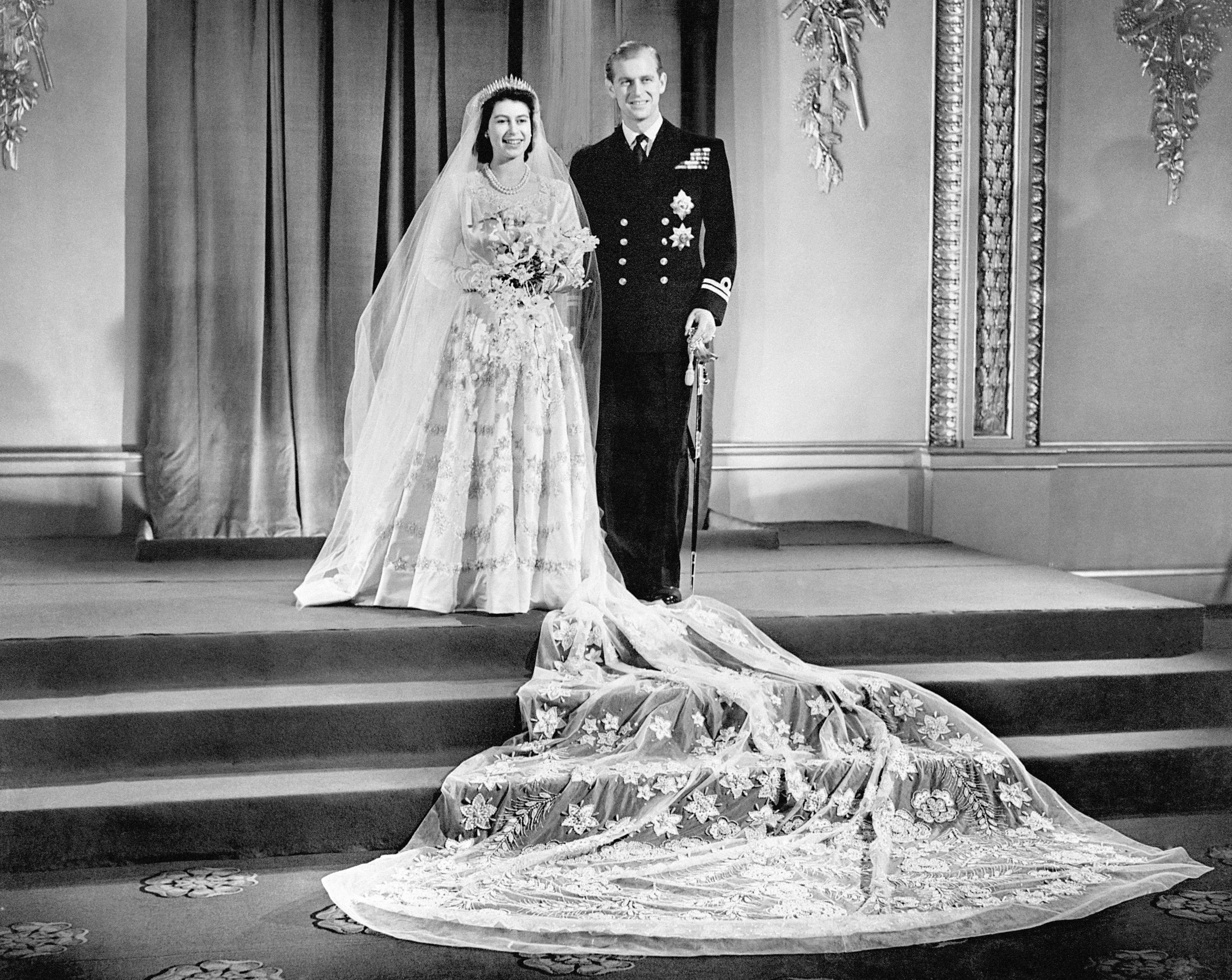 يوم زفاف الأمير فيليب والملكة- الصورة من موقع العائلة الملكية