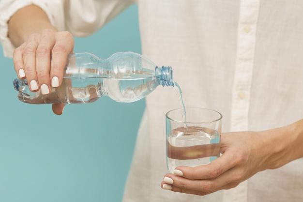 ضرورة شرب الماء بكثرة