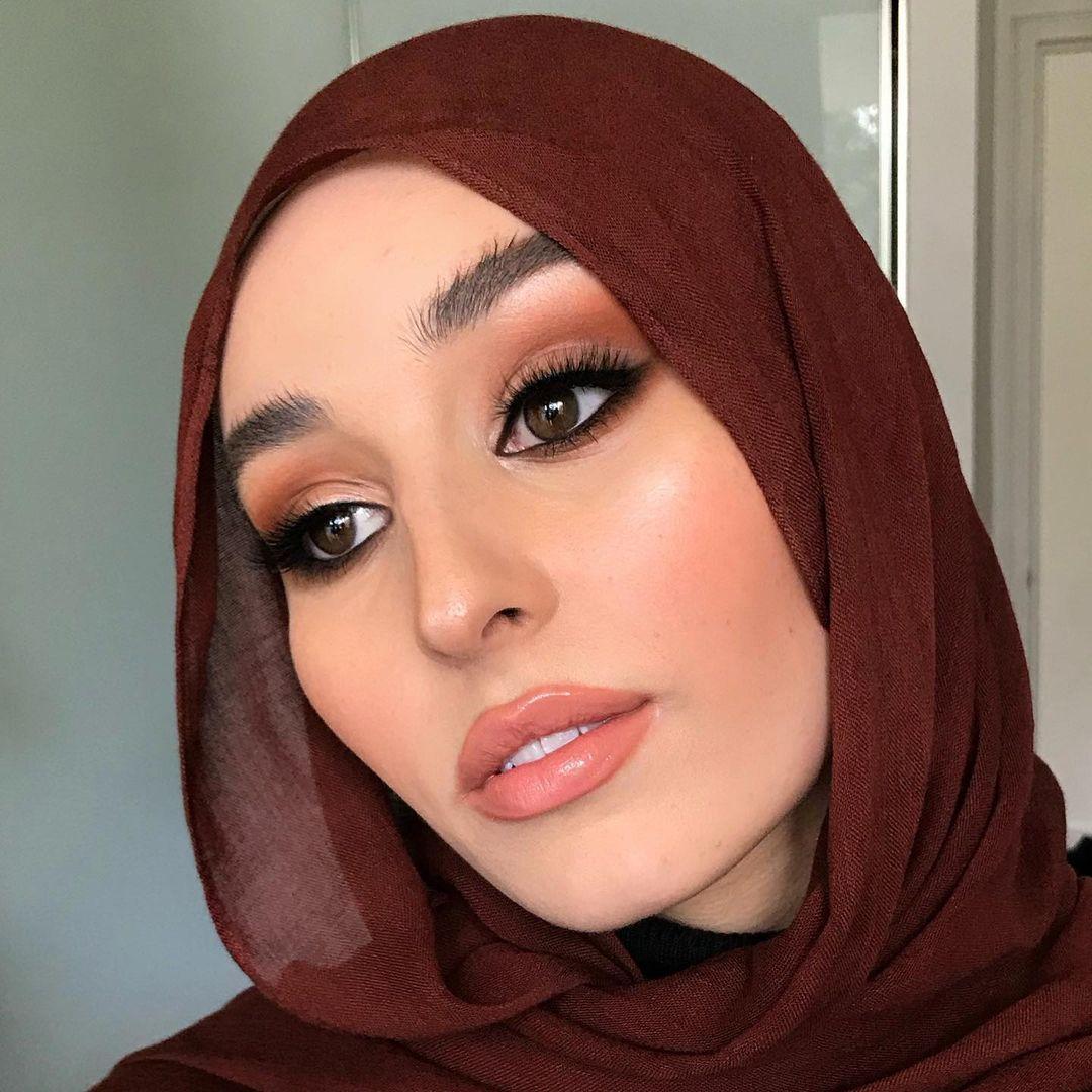 مكياج العيون البارزة(الصورة من حساب خبيرة المكياج أنيام في إنستغرام)