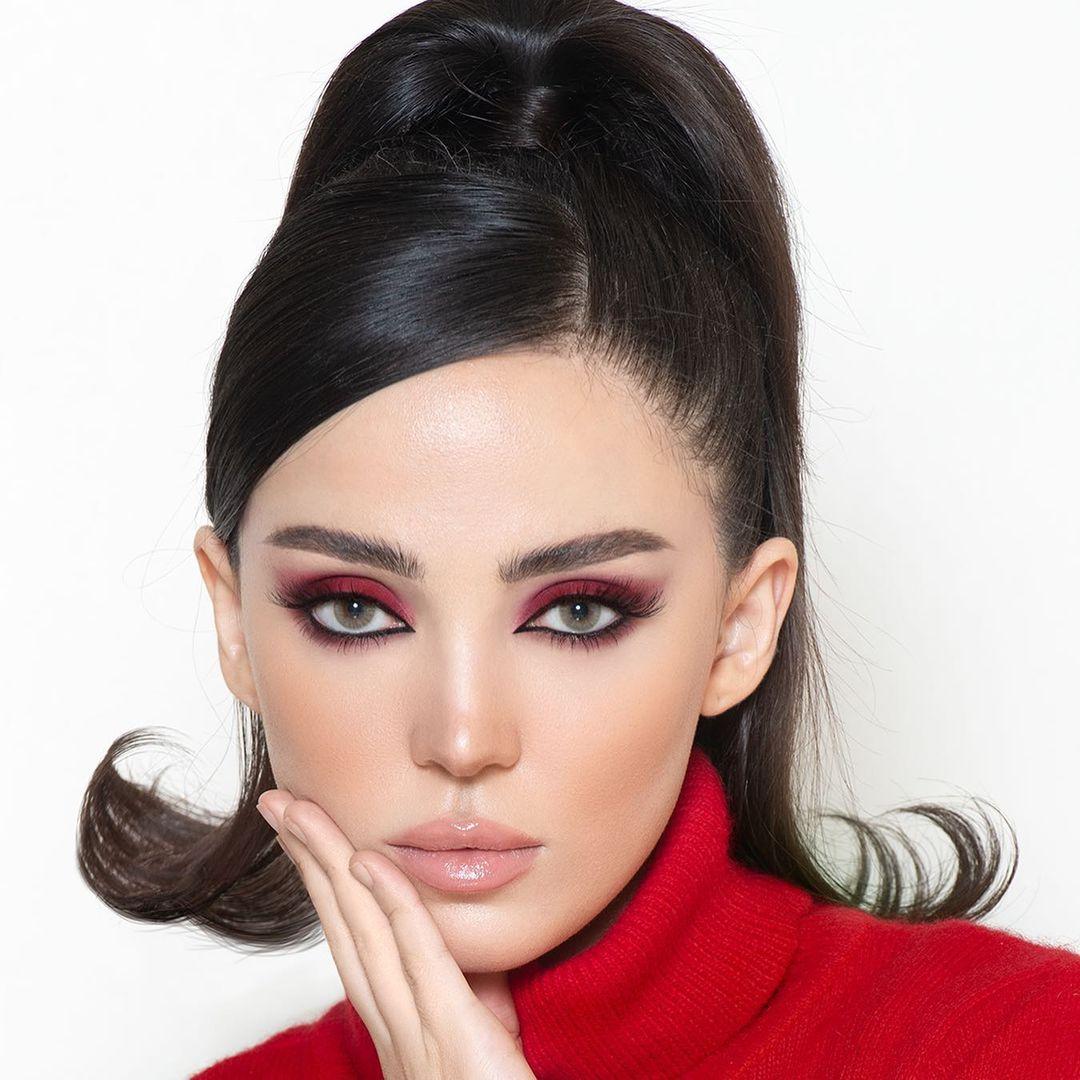 مكياج عيون باللون  الأحمر من نوره بو عوض(الصورة من حسابها في إنستغرام)