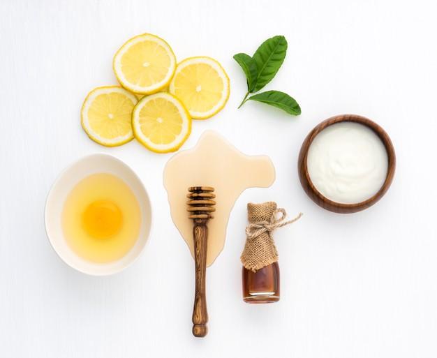 تجديد البشرة الدهنية الشوفان والليمون والعسل