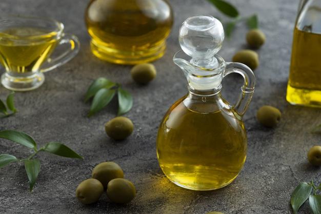 زيت الزيتون والبيض لتقوية الأظافر