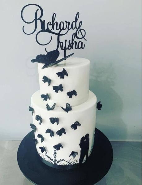 كيكات زفاف بثيم الفراشات السوداء