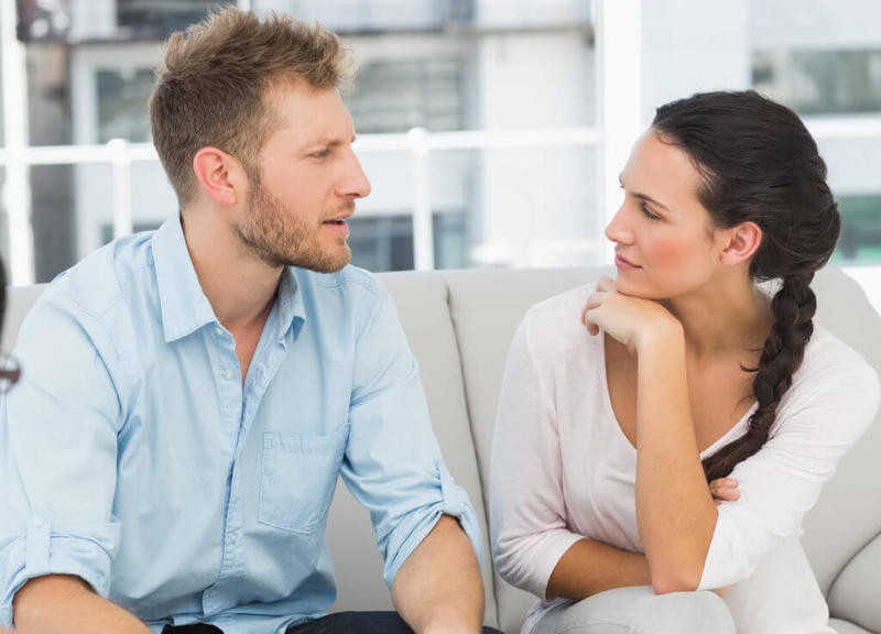 كيفية التعامل مع الزوج قليل الحديث