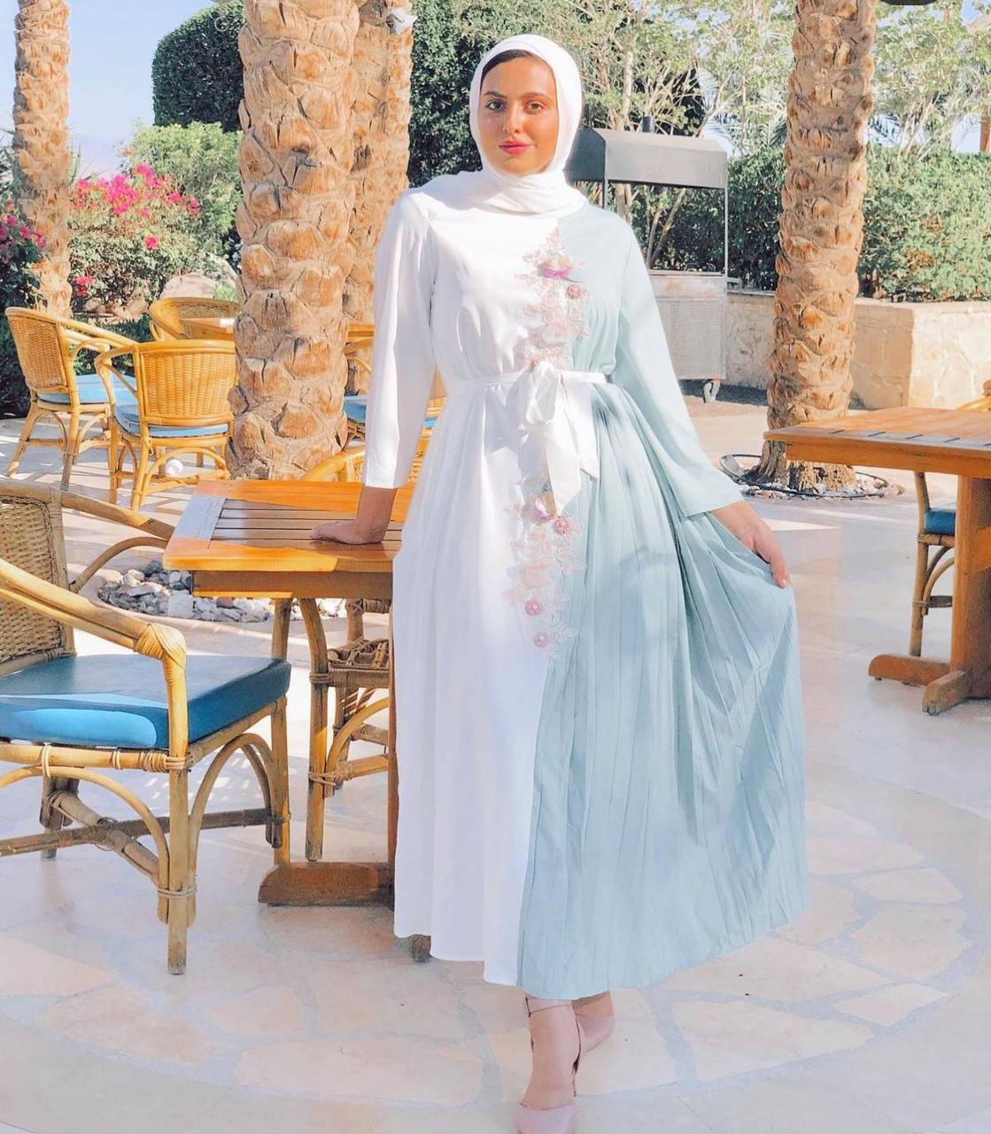 مريم حسن بفساتين بلونين -الصورة من حسابها على الانستغرام