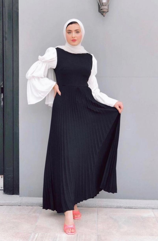 مريم حسن بفستان بليسي بأكمام عصرية -الصورة من حسابها على الانستغرام