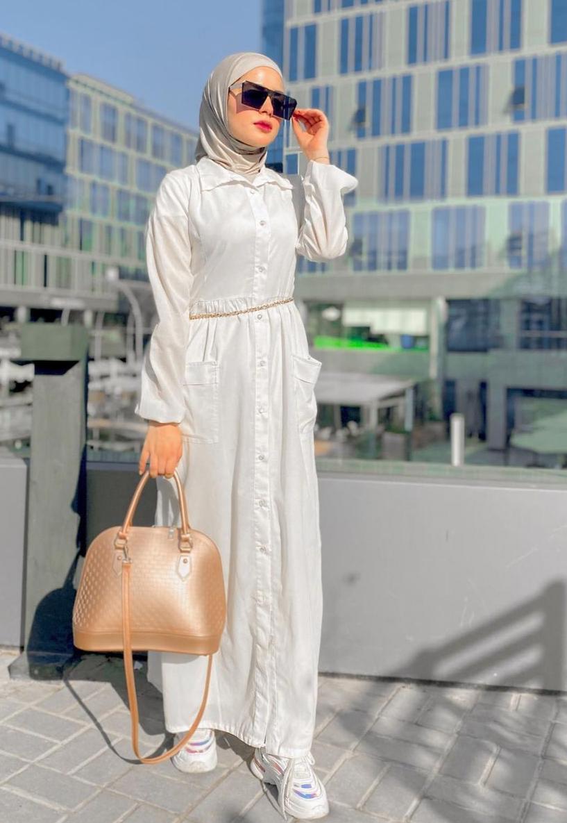 روزان خليل بفستان أبيض كاجوال -الصورة من حسابها على الانستغرام