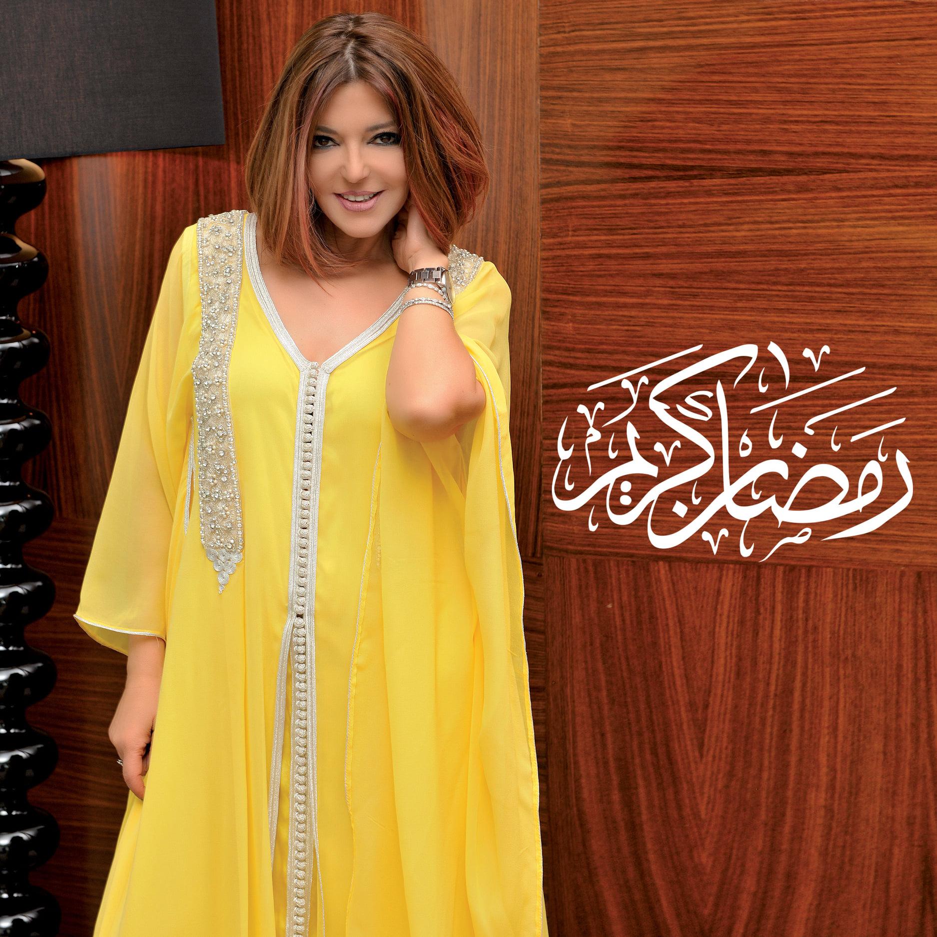 سميرة سعيد بكاندورة باللون الأصفر