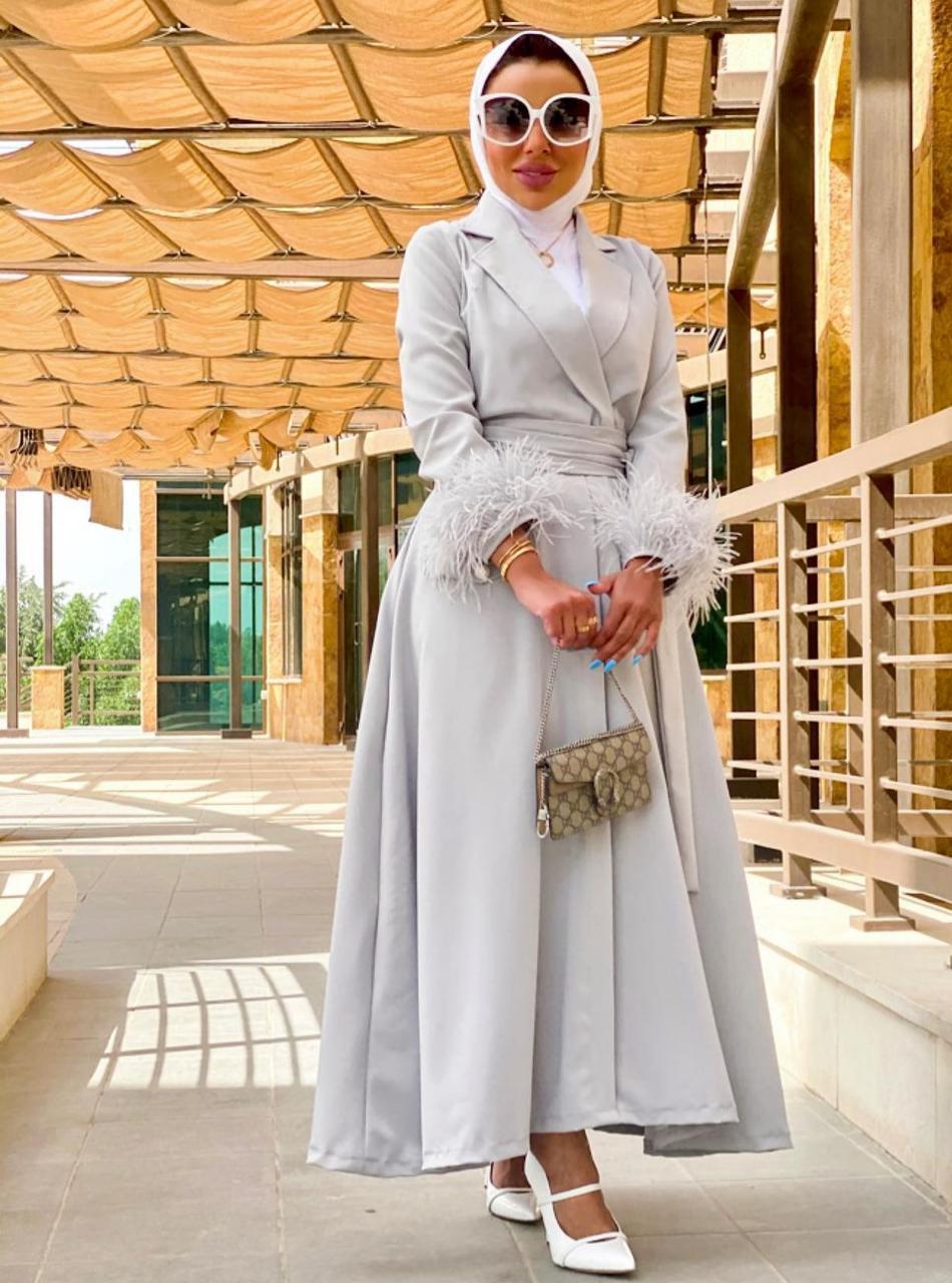 عايشة الحازم بأزياء الريش لمظهر رمضاني -الصورة من حسابها على الانستغرام