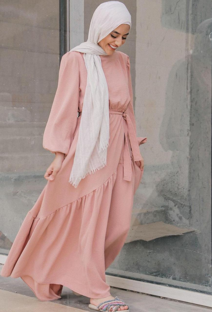 فستان زهري للربيع من سمية عادل -الصورة من الانستغرام