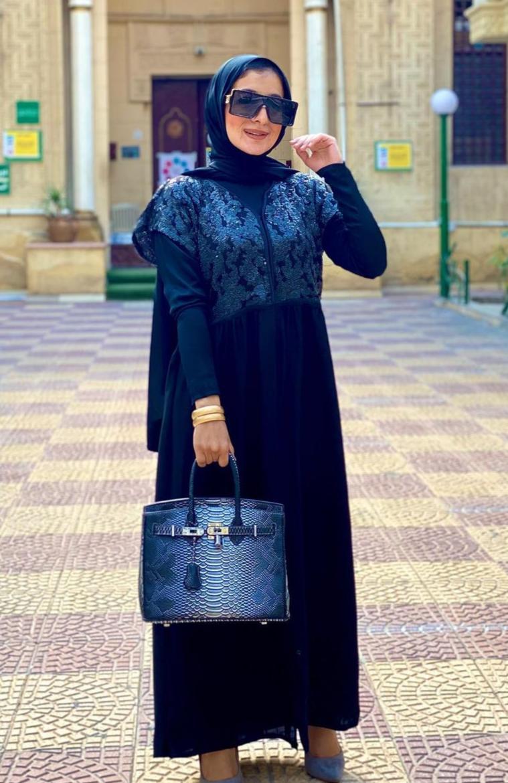 الاء مصطفى بتنسيق رمضاني باللون الاسود -الصورة من حسابها على الانستغرام