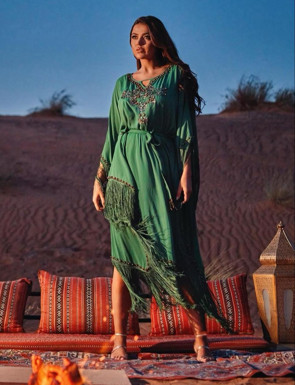 لين أبو شعر بالفستان الأخضر -الصورة من حسابها على الانستغرام