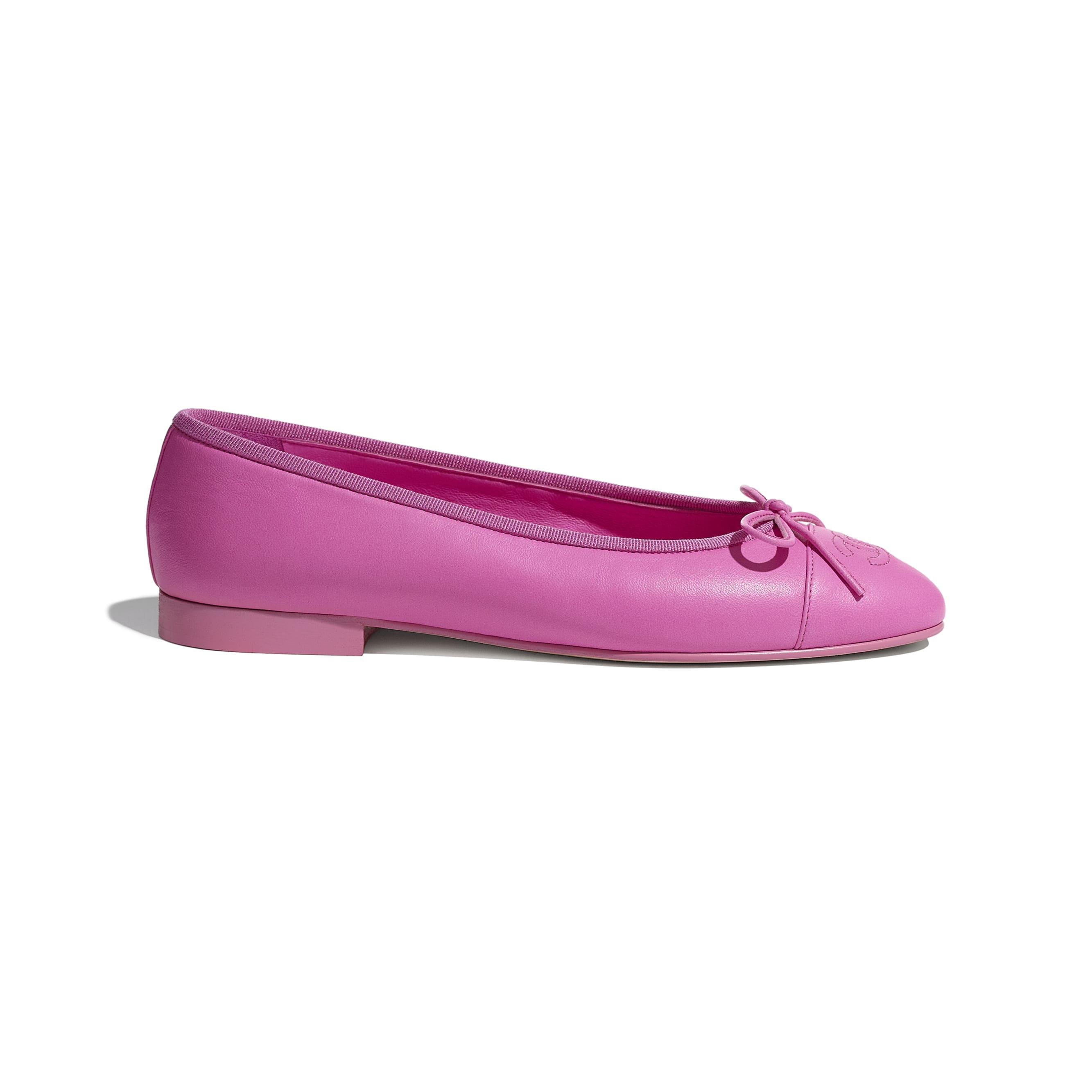 حذاء باليرينا من شانيل
