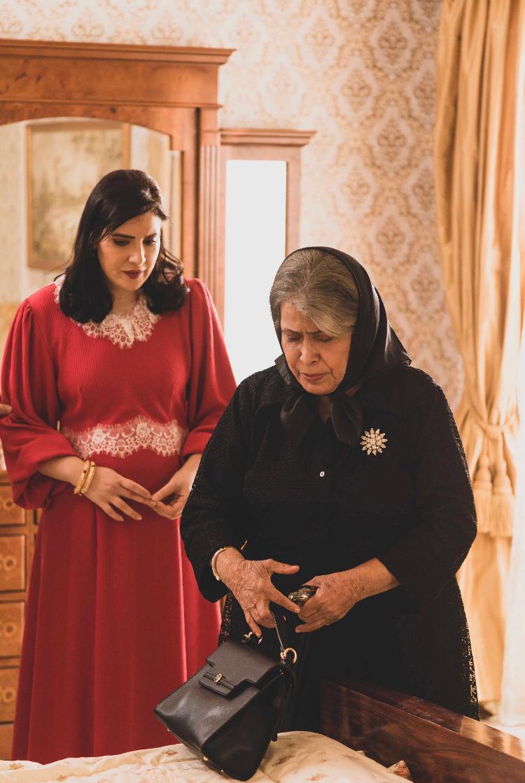 حياة الفهد في مسلسل مارغريت بإطلالة شبيهة بإطلالة الملكة إليزابيت-