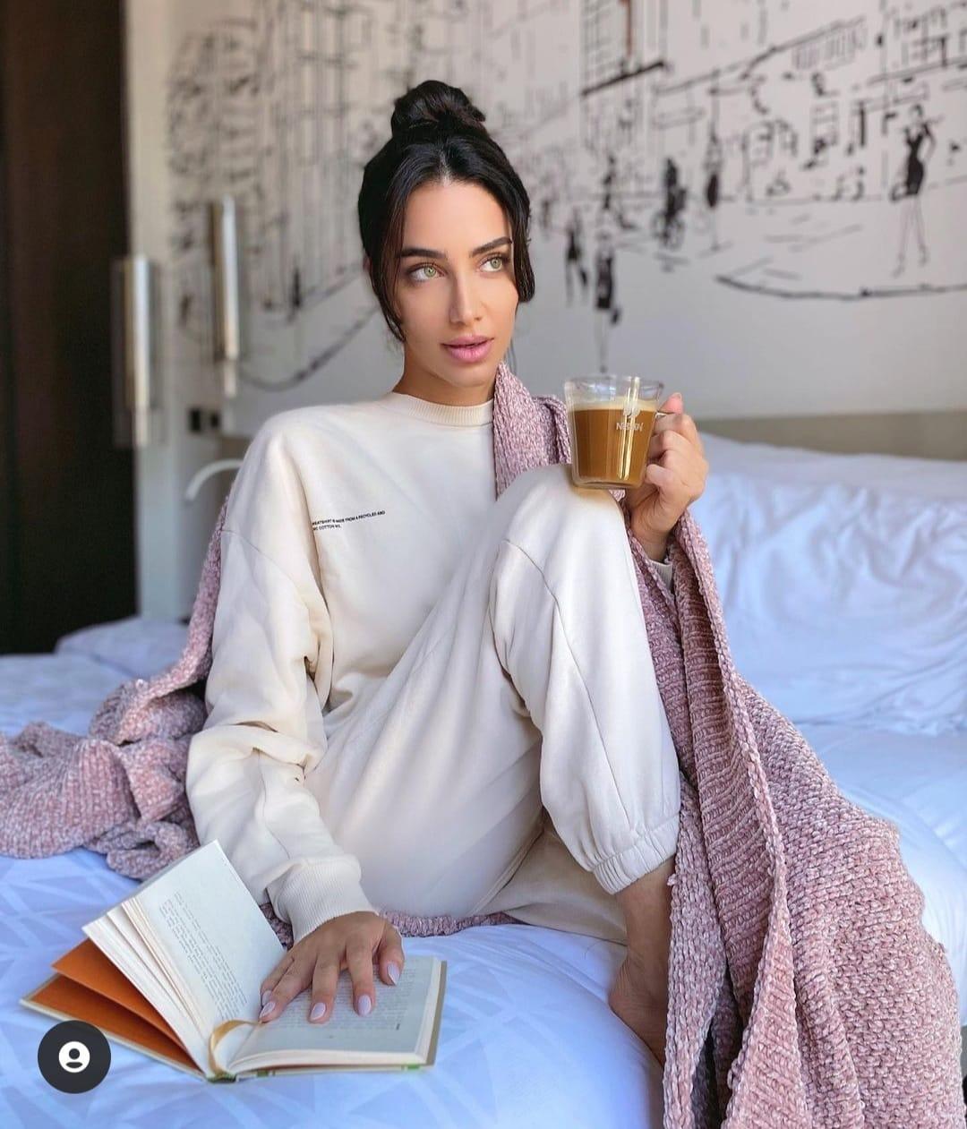 جيسيكا قهواتي في زي رياضي بلون الفوشيا صورة من انستغرامها الخاص @jessicakahawaty