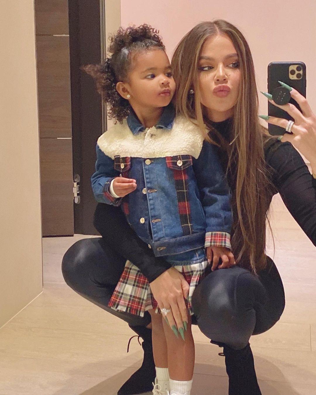 كلوي مع ابنتها ترو-الصورة من أنستغرام