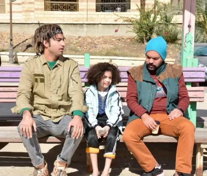 علي ربيع والطفل كريم حسين في مشهد من أحسن أب