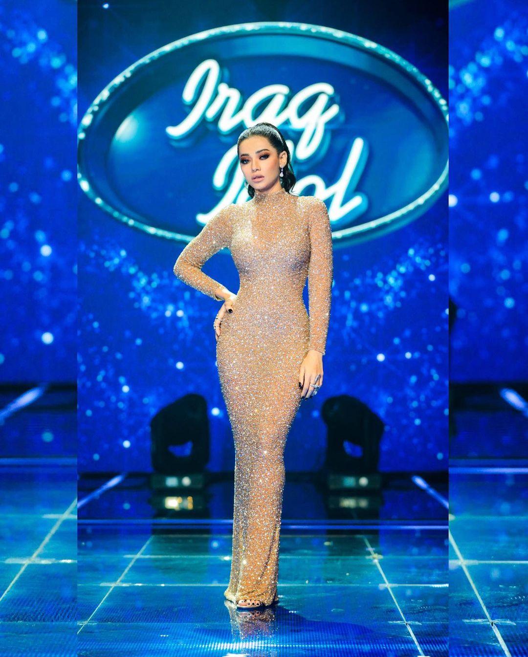 رحمة رياض ترتدي الفستان الذهبي النيود صورة من انستقرامها الخاص @rahmariadh