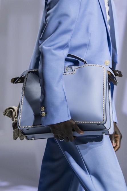 شنطة يد زرقاء من فيندي Fendi