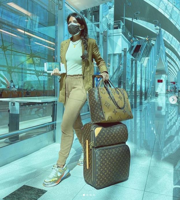 ليدي فوزاز مع حقائبها الصورة من حساب المؤثرة على انستغرام