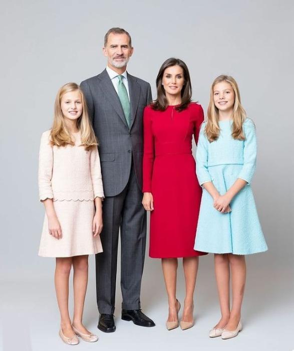 صورة رسمية للعائلة المالكة الاسبانية الصورة من حساب @royalstylewatch على انستغرام